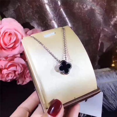 Van Cleef & Arpels Ladies' Alhambra Black & Red Onyx Dual Face Clover Pendant Necklace Promotion Gift