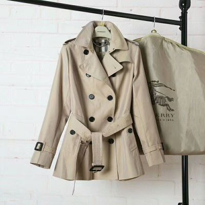 Top Sale Burberry Female Khaki Cotton Double Breasted Chelsea – Short Trench Coats With Iconic Check Undercollar 40133081
