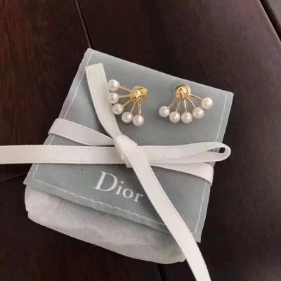Dior La Petite Tribale Earrings Five Pearls Adornments Brass Material Celebrity Style Jewelry E0671TRERS_D301