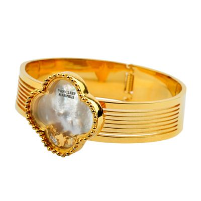 Van Cleef & Arpels Vintage Alhambra Clover Pendant Replica Wide 18kt Yellow Gold Bangle With Pearl